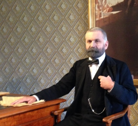 Alfred Nobel at his desk (photo kkp)