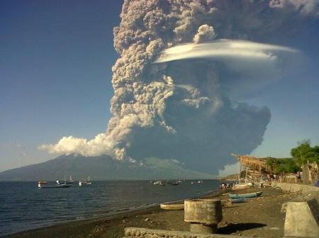 sangeang-api-30may14 photo Bambang Bimawan