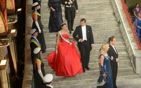 Crown Princess Victoria with Chemistry laureate Eric Betzig arriving at the City Hall Stockholm for the Nobe banquet. Photo: Fredrik Sandberg /TT