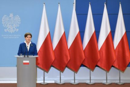 Polish govt press conference Beata Szydło November 2015 photo via Lodzpost-com